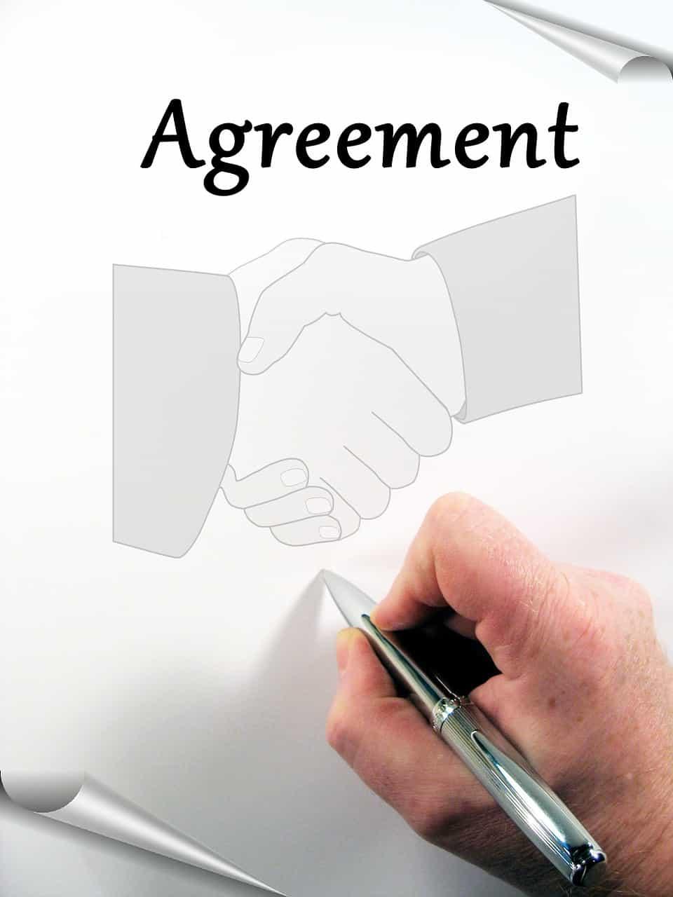 לחיצת ידיים וחתימה