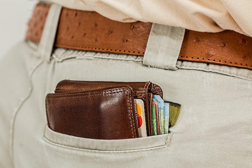 ארנק בתוך כיס אחורי
