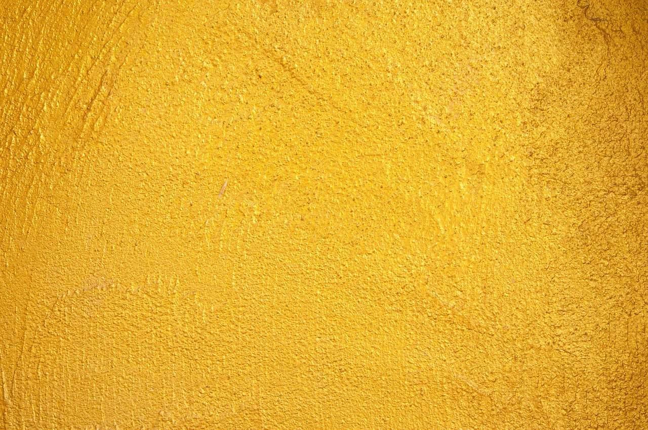 קיר בטון צהוב